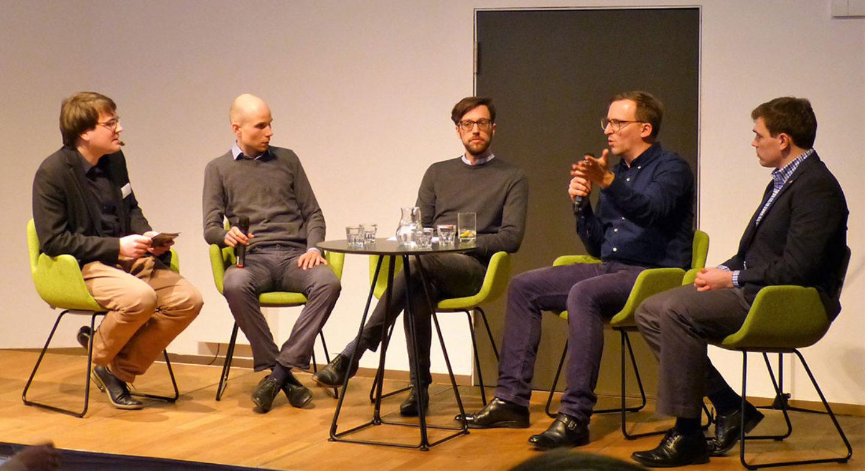 v.l.n.r. Manuel Krane (museum4punkt0), Dr. Thilo Hagendorff, Jonathan Harth, Cade McCall, Matthias Heidsiek (Übersetzer für Cade McCall). © Deutsches Auswandererhaus Bremerhaven / Teresa Grunwald