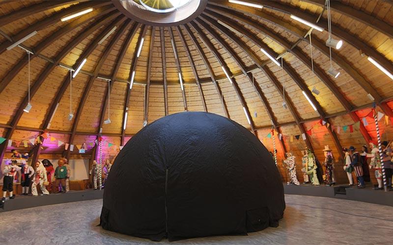 Test-Projektionen in der kleinen 360-Grad-Kuppel