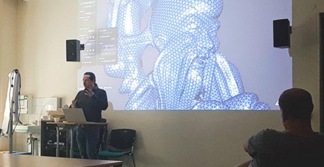 .hapto-Entwickler Lutz Westermann erklärt die Funktionen der Game Engine Unity3D © Anke U. Neumeister