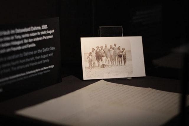 Der analoge Teil des Experiments arbeitet u.a. mit Originaldokumenten © Deutsches Auswandererhaus / Foto: Manuel Krane