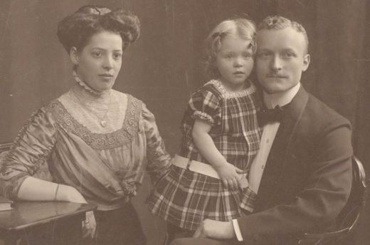 Tony, Hildegard und August Schlicht, um 1912.
