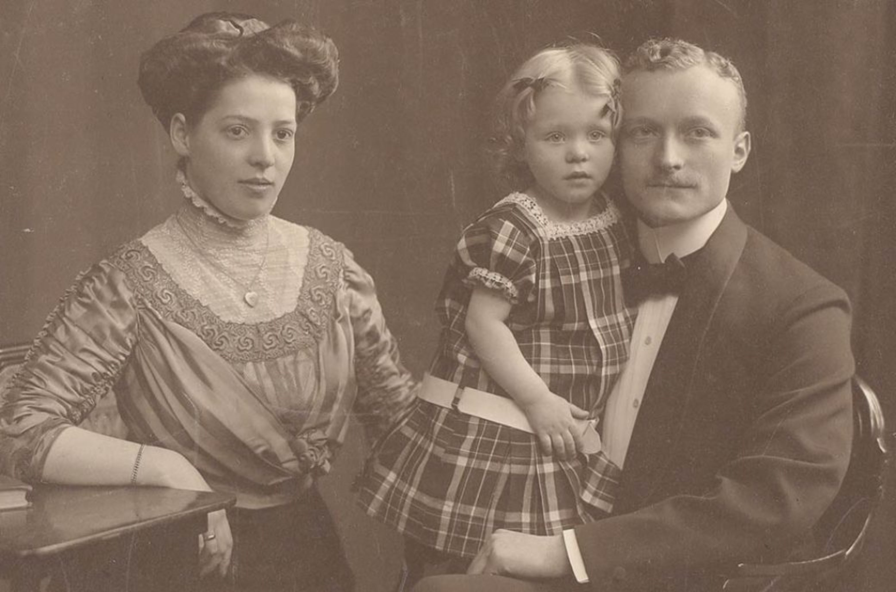 Tony, Hildegard and August Schlicht, ca. 1912