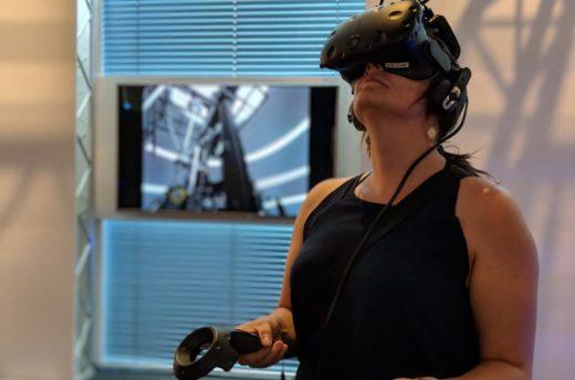 Auf den VR-Flächen kann man mit virtuellen Museumsobjekten interagieren.