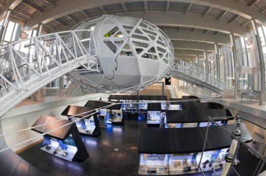 Blick auf DNA-Besucherlabore im Zentrum Neue Technologien