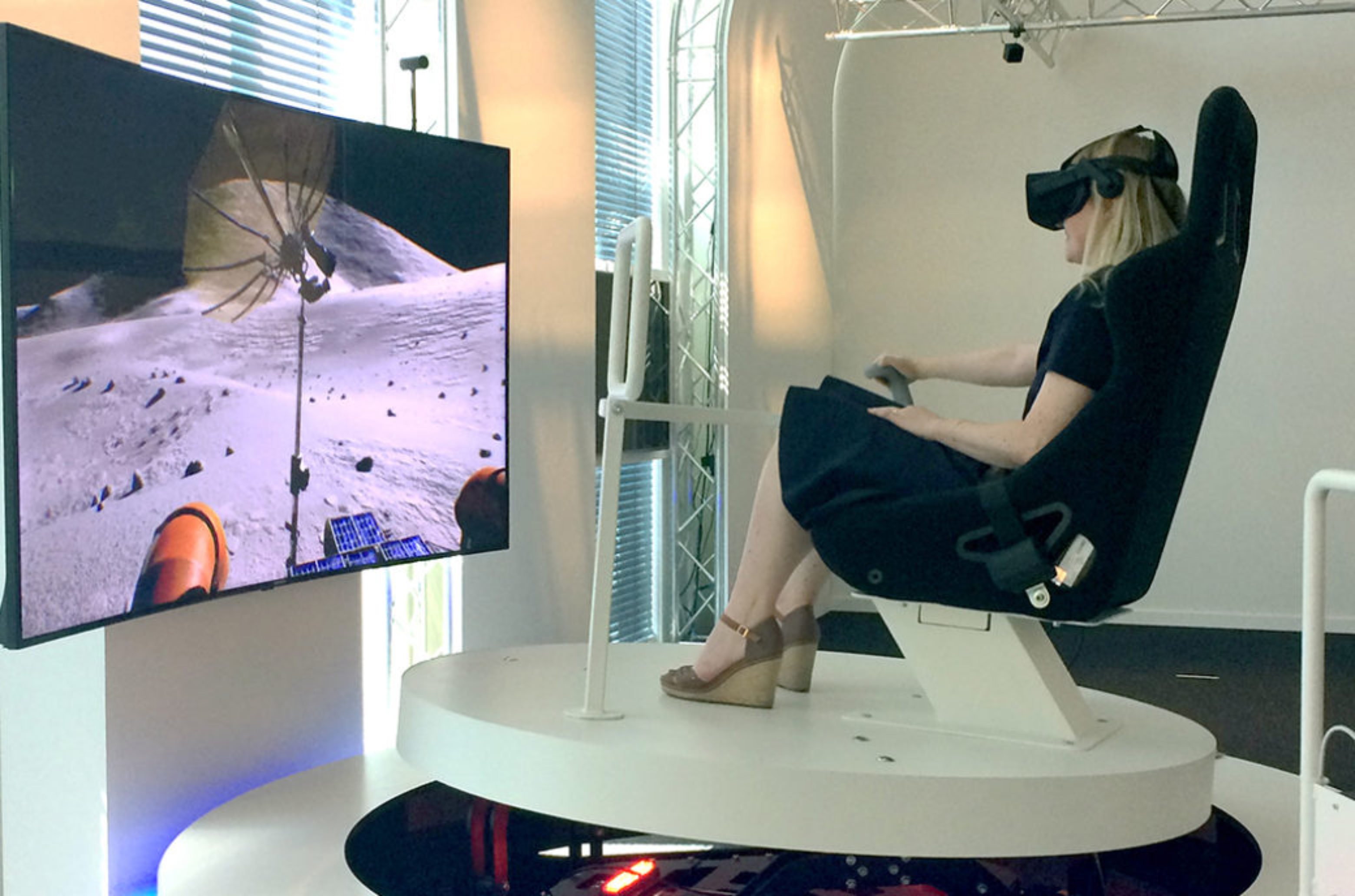 Using the LRV (Lunar Roving Vehicle) simulator with the Oculus Rift