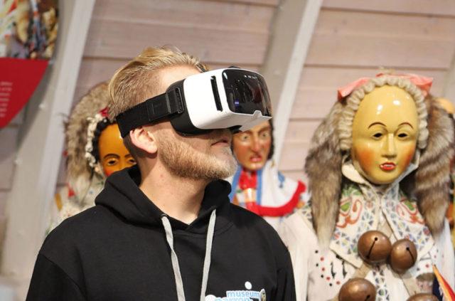 Eintauchen in Brauchveranstaltungen der schwäbisch-alemannischen Fastnacht mit VR-Brillen und 360-Grad-Kuppelprojektion