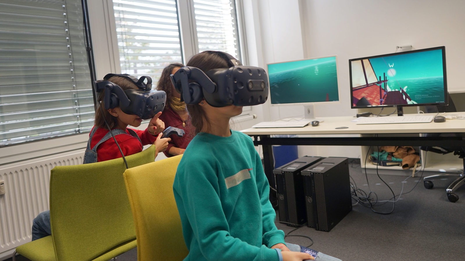 Kinder testen ein Virtual Reality-Spiel